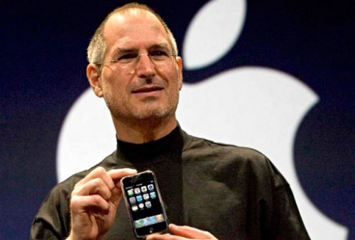 steve-jobs_first-iphone