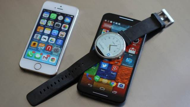 iphone-with-smartwatch