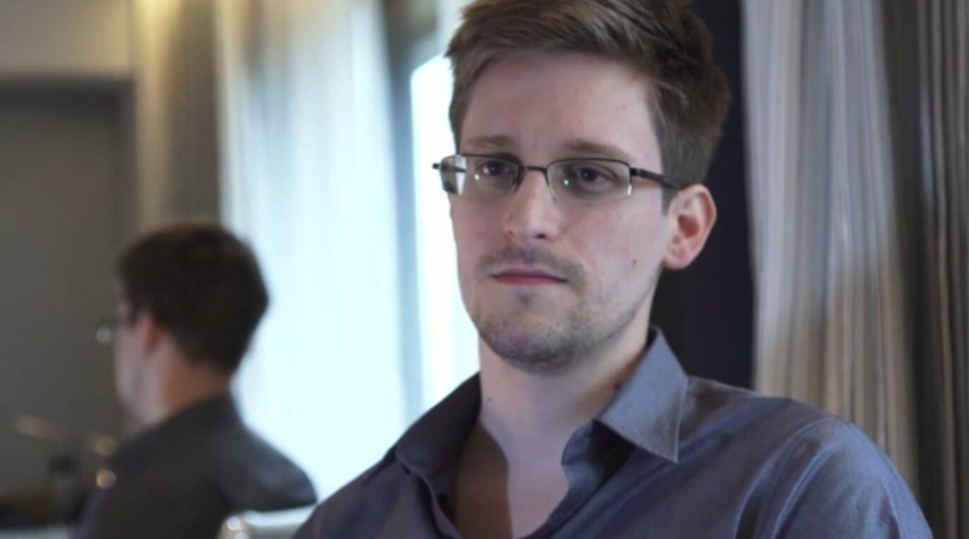 Edward Snowden explica por qué Apple debe seguir luchando contra el Gobierno norteamericano