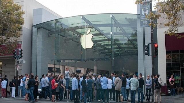 Protestas por los derechos de los trabajadores en las tiendas de Apple de California - copia