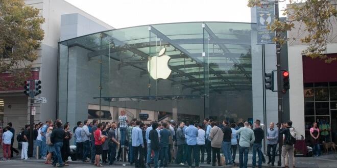Protestas por los derechos de los trabajadores en las tiendas de Apple de California