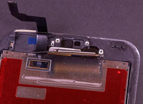 Parte superior del iPhone 6S que muestra la ranura del chip desconocido