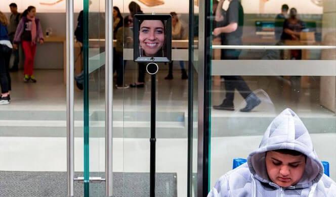 Apple Store de Sydney colocó un Robot para filas de espera.