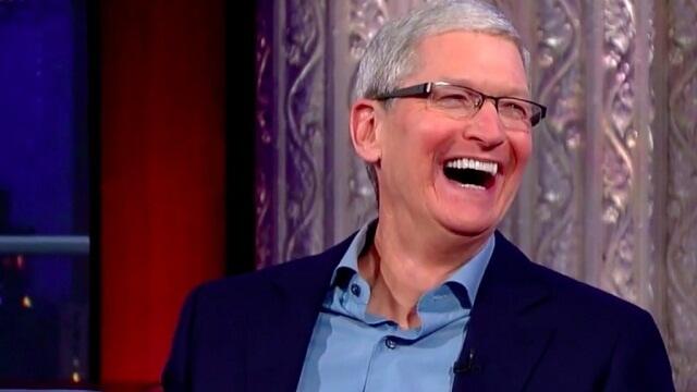 Tim Cook obtuvo $10,3 millones en el 2015 como CEO de Apple