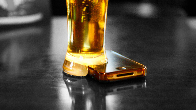 iPhone y cerveza