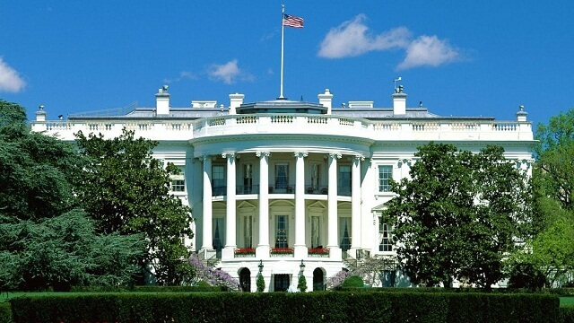 """La Casa Blanca niega los planes por parte del FBI para  realizar un """"backdoor"""" en el iPhone"""
