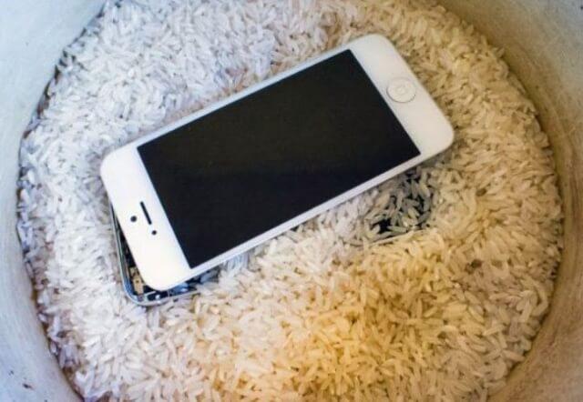 Poner iPhone en arroz