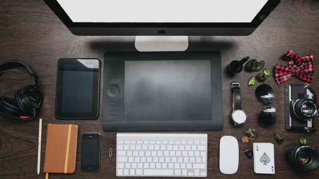 sunglasses-apple-iphone-desk